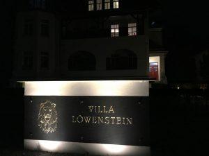 Schild vor der Villa Löwenstein