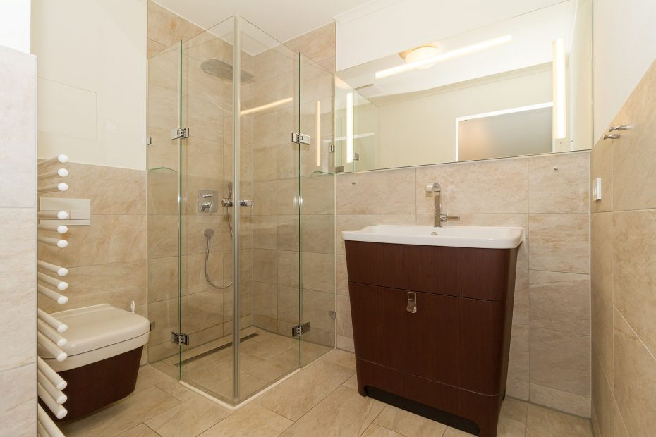 Badezimmer mit hochwertiger Einrichtung in der Villa Löwenstein