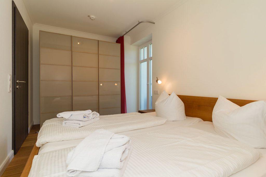 Blick in das Schlafzimmer der Villa Löwenstein
