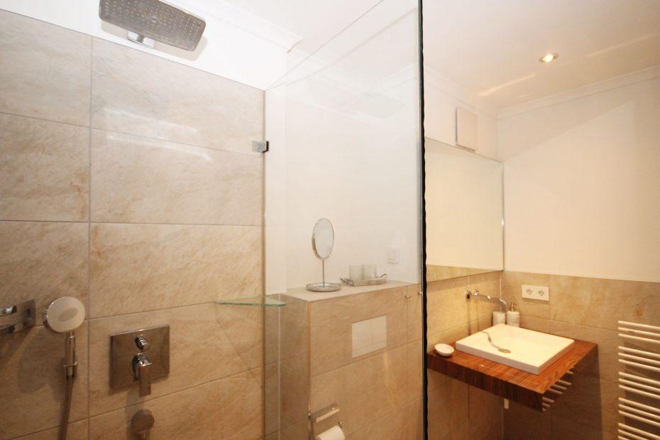 Dusche des Apartment 10
