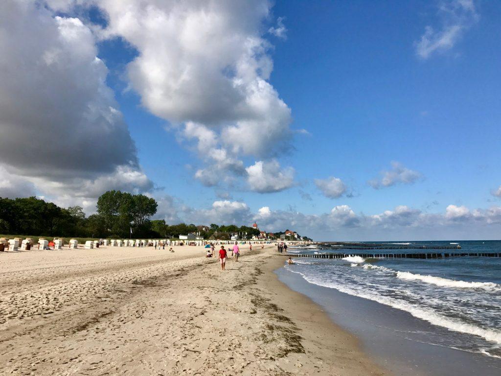 Sommer, Sonne, Wolken am Strand von Kühlungsborn